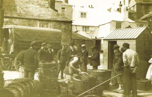 Nostalgia Postcard Buying Fish at the Quayside St Ives Cornwall 1904 Repro NS34