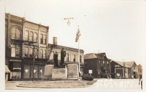 RP: STRATFORD , Ontario , Canada , 1930s-40s ; War Memorial