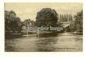 tq2312 - Berks - View down The Thames by the Bridge, at Maidenhead - Postcard