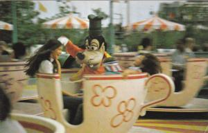 DISNEYWORLD,1970´s; Goofy Goes For a Spin on Fantasyland´s Mad Tea Party Ride