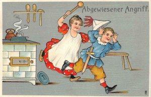 Abgewiesener Angriff Kitchen, Children Comic German c1910s Vintage Postcard