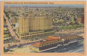 GALVESTON - VIEW of a HOLIDAY CROWD on the BEACH BOULEVARD, 1950s - SHOWS PIER +