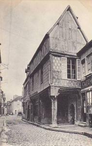 SENS.- Vielle Maison a Piliers, rue Jean-Cousin, 00-10s