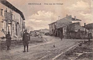 BROUVILLE FRANCE~WW1 SOLDIERS-UUE RUE du VILLAGE POSTCARD 1918