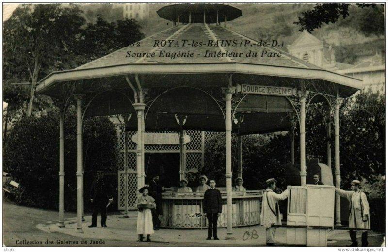 CPA Royat Source Eugénie, Intérieur du Parc (721561)