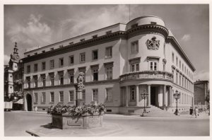 RP: WIESBADEN  (Hesse), Germany, 40-50s ; Schloss und Marktbrunnen
