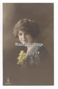 gla0070 - Young Woman in Blue Flower Pattened Dress & Yellow Cortage - postcard