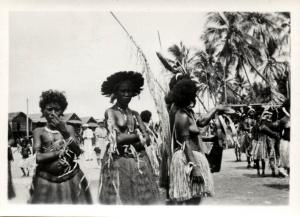 Papua New Guinea, Real Photo Native Papuas, Native Young Girls (1930s) RP (29)