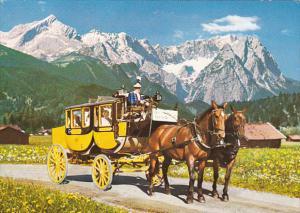 Mail Coach Postkutschenfahrt vor dem Wettersteingebirge Garmisch-Partenkirche...