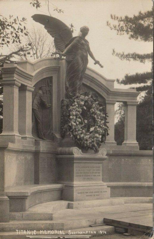 RP: SOUTHAMPTON , England , 1910s ; TITANIC Memorial