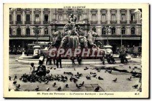 Postcard Old Lyon Bellecour Square shows Bartholdi Fountain Pigeons