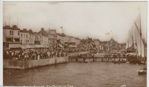 Essex; Marine Parade, Southend On Sea RP PPC, Unposted, Showing Crowds & Boats