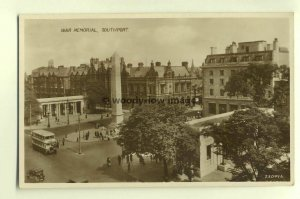 tp4750 - Lancs - The War Memorial and Square in Southport  - Postcard