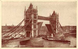 London, Tower Bridge Opened for Steamer Boat to Pass Pont Brucke