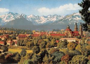 Kempten im Allgaeu mit Allgaeuer Hochgebirge Gesamtansicht Berg