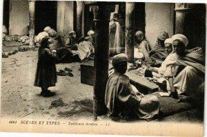 CPA AK Algérie-Scenes et Types-Tailleurs Arabes (236968)