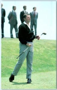 PRESIDENT RONALD REAGAN on Golf Course Golfing  1980 Postcard