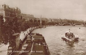UK Victoria Embankment and river REAL PHOTO 01.63