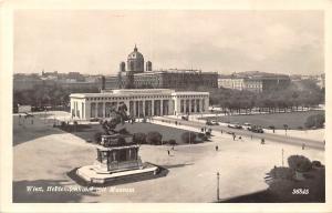 Austria Vienna, Wien, Heldendenkmal mit Museum, Statue, auto cars, echte foto