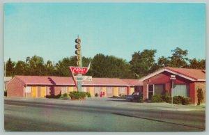 Twin Falls Idaho~Capri Roadside Motel~Telephones in Each Unit~1940s Postcard