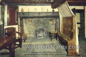 Parlour, Courting Settle, Anne Hathaway's Cottage Stratford-upon-Avon UK, Eng...