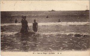 CPA Sur la Plage-Le Bain (28406)