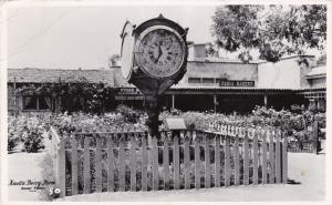 RP: BUENA PARK , California , 40-50s ; Knott's Berry Farm ; Town Clock
