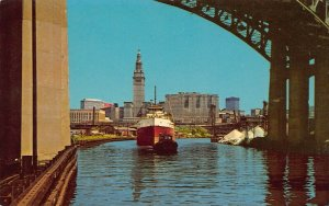 LPS03 CLEVELAND Ohio Postcard Cuyahoga River Downtown Skyline View Steamer