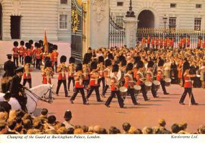 London Postcard Changing of the Guard at Buckingham Palace by Kardorama Ltd T7