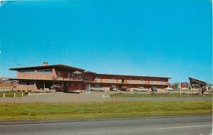 Cheyenne WY~Fleetwood Motel~Umbrella Table Second Floor Balcony~Nice Cars~1960