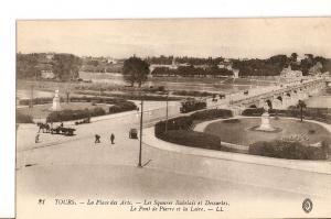 Postal 027012 : Tours, La Place des Arts - Les Squares Rabelais et Descartes....