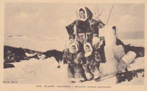 Aux Glaces Polaires, Heureuse maman esquimaude, CANADA, 1910s