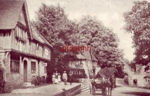 ENGLAND. KENT. PENSHURST VILLAGE. family in front of Inn, horsedrawn carriage