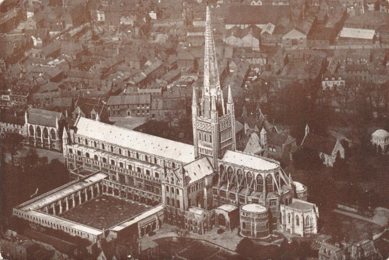 Vintage Postcard Aerial View of Norwich Cathedral, Norfolk B93