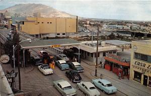 EL PASO TX SANTA FE INTERNATIONAL BRIDGE W/ AMERICAN IMMIGRATION POSTCARD 1950s