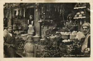 PC CPA IRAQ, BAGHDAD, FRUIT SELLERS, VINTAGE REAL PHOTO POSTCARD (b16231)