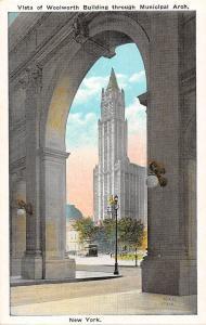 New York City, Vista of Woolworth Building through Municipal Arch