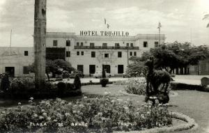 mexico, TRUJILLO, Plaza de Armas, Hotel Trujillo (1950s) RPPC
