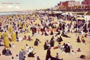 NETHERLANDS. SCHEVENINGEN - STRAND  a crowded beach scene