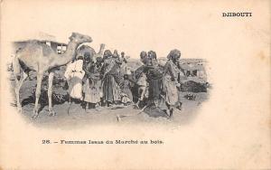 Djibouti Femmes Issas du Marche au bois, Camel, Natives