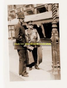 mm293 - Earl Roberts & policeman -  photo 6x4