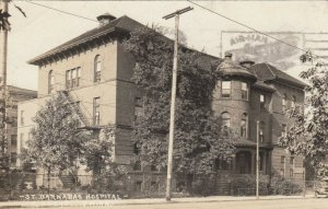 RP: MINNEAPOLIS , Minnesota , 1916 ; St. Barnabas Hospital