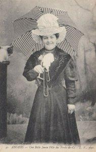 ANGERS, Une Belle Jeune Felle des Ponfs-de-Ce, Woman, Bonnet, Umbrella, 1900-10s