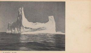 LABRADOR , Canada , 1900-10s ; Growler Ice Berg