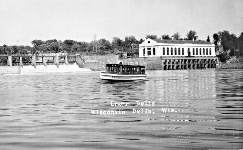 WISCONSIN DELLS WI~LOWER DELLS-SIGHTSEEING BOAT-DAM-REAL PHOTO POSTCARD 1940s