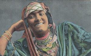 Egypt , 00-10s ; Jeune Fille Arabe