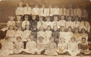 F19/ Pittsburgh Pennsylvania RPPC Postcard 1911 School Students