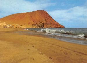 Spain Montana Roja der Rote Berg mit Strand bei El Medano Teneriffa