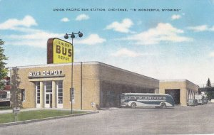 CHEYENNE , Wyoming , 30-40s ; Union Pacific Bus Depot, version 2