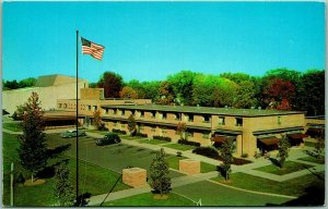 Oberlin, Ohio Postcard THE OBERLIN INN Motel Roadside 1950s Chrome Unused